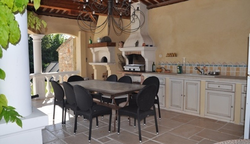 05 luxury holiday home la colle sur loup summer kitchen