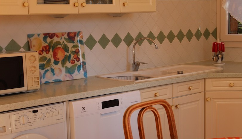 11 lovely ground floor apartment Vence kitchen